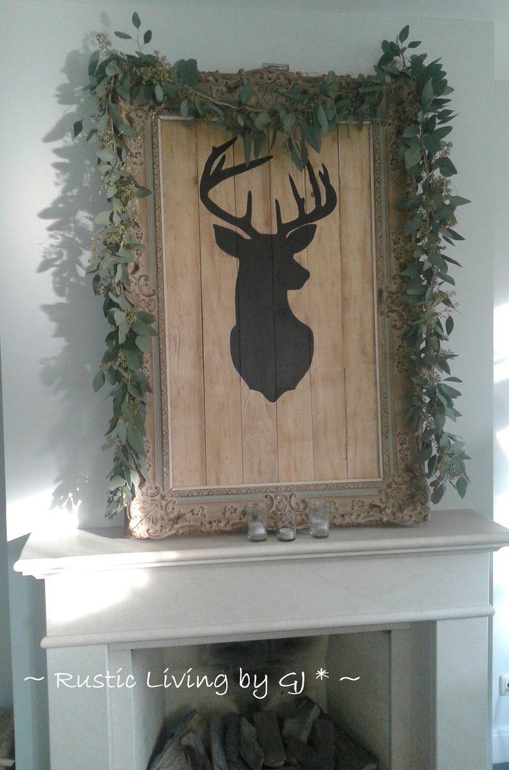 Eenvoudige Kerst: - Oude antieke lijst.  - Hert geschilderd op pallet hout.  - Luchtige guirlande van eucalyptus. KERST. ~Rustic Living by GJ *~  Kijk ook eens op mijn blog: rusticlivingbygj.blogspot.nl