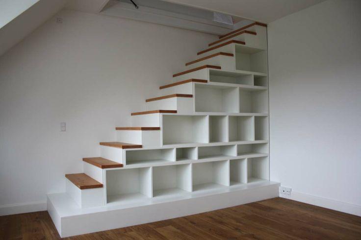 Kombineret trappe og reol #indretning #interior #furniture #design #snedkeri #handmade #bookshelves #reol #opbevaring #stairs #trappe #rum4 #karstenk