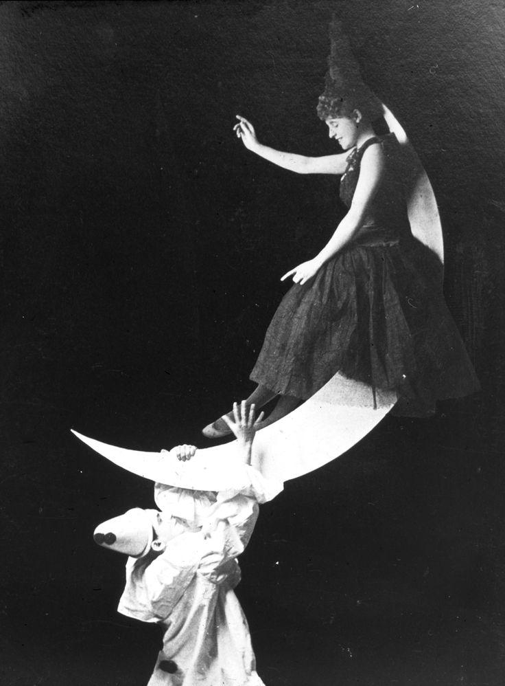 Magic Lantern Witch, 1900