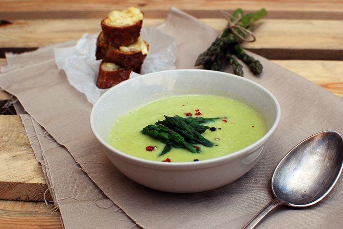 FoodLover: Chřestová polévka se sýrovým krutónem