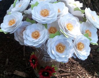 Fleurs en papier fait main - anniversaires - mariages - événements spéciaux - marguerites - tige - lot de 24 - sur commande