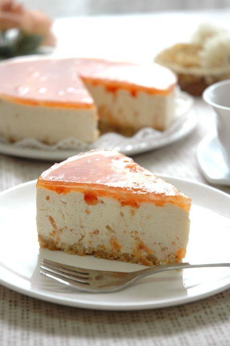トマトがケーキに! レアチーズの濃厚な甘さの中に、トマトとは思えない果実感溢れる優しい美味しさが味わえます。