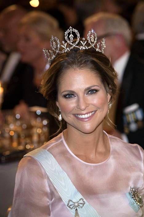 Prinsessa Madeleine säteili Nobel-juhlallisuuksissa Tukholmassa 10. joulukuuta.
