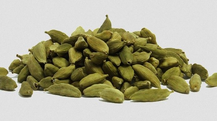 Ajab Gajab News, Special News इलायची अक्सर खाने का स्वाद बढ़ाने के लिए डाली जाती है, चाय में इलायची डालने से चाय का स्वाद ही बदल जाता है ! कुछ लोग तो इलायची को एक माउथ फ्रेशनर की तरह भी इस्तेमाल करते हैं ! लेक