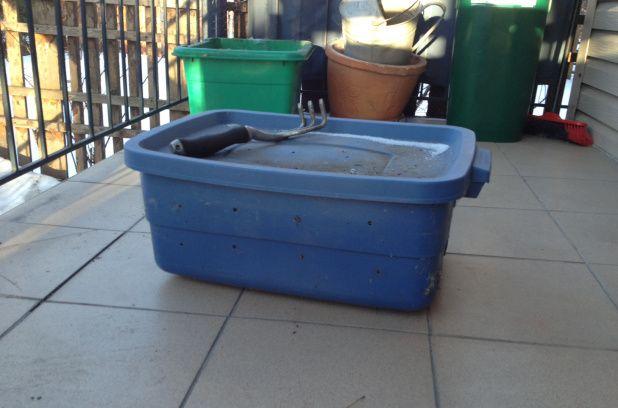 A essayer (un jour...) : composteur de balcon.  Une semaine sans déchet: J3, composter sur son balcon pour pas cher | Métro