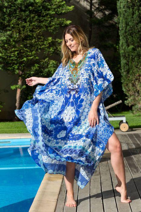 Blue floral καφτάνι μεταξωτό,V neck,Στολισμένο στο μπούστο με χρωματιστά swarovski,άνοιγμα στο πλάι μήκος 1,25.
