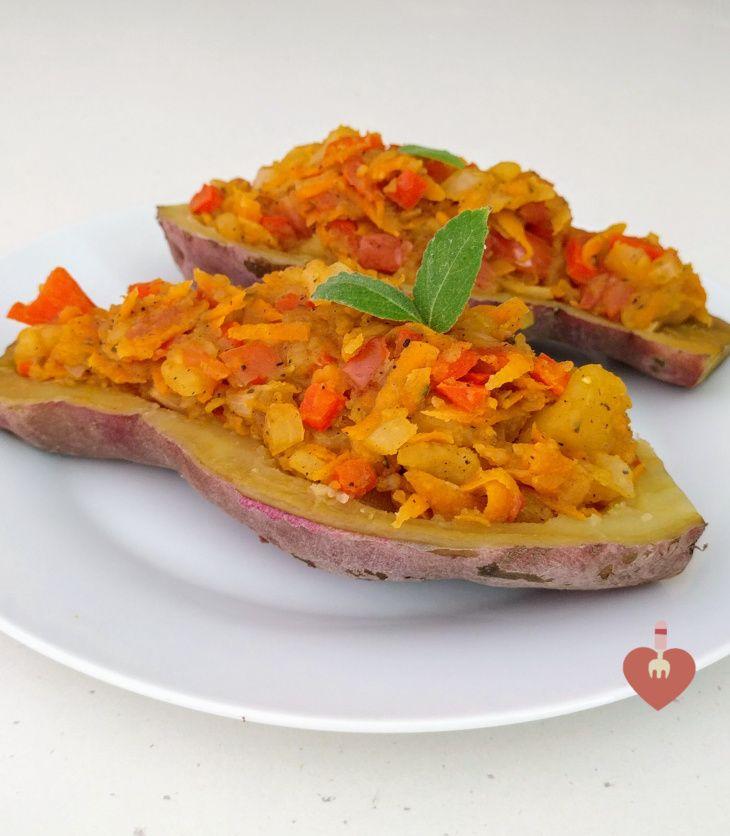 Camote o batata relleno de vegetales, receta vegana y muy saludable.