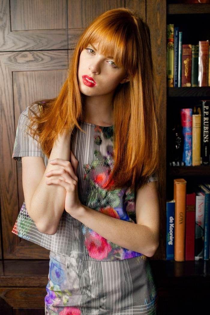cheveux longs avec frange en couleur tendance rouge-cuivré