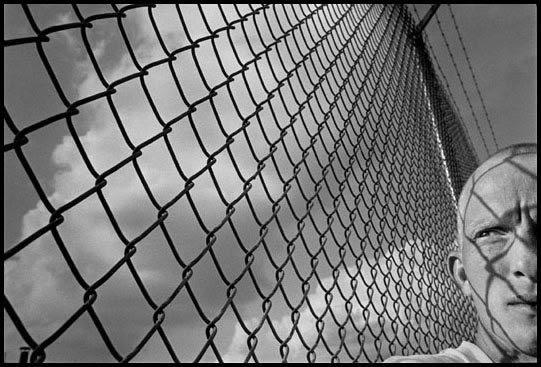 James Nachtwey, Prisoner on the chain gang, Alabama, 1994