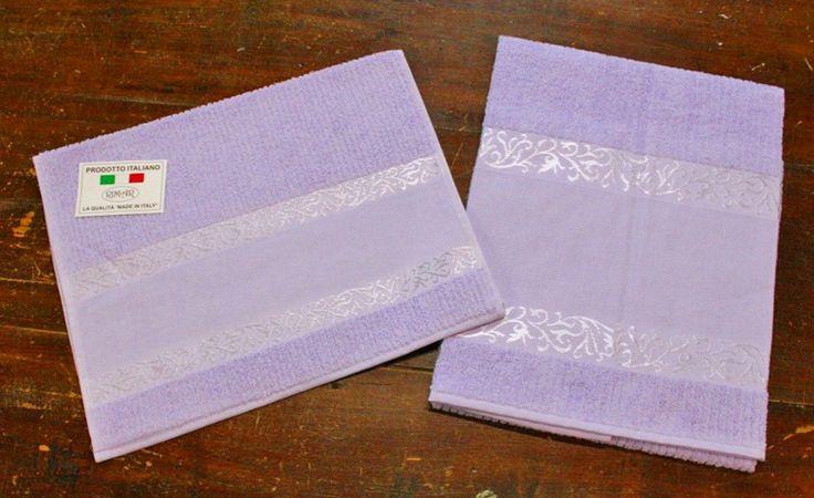 Coppia di asciugamani da bagno con aida 55 fori realizzata in morbida spugna 100% cotone Made in Italy!