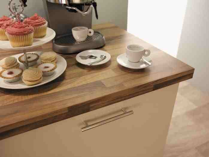 Kitchen idea, design - light walnut worktop and shaker cream gloss