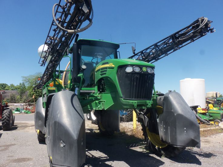 John  Deere 4720 sprayer.Tooks this picture because of the big black wheel covers