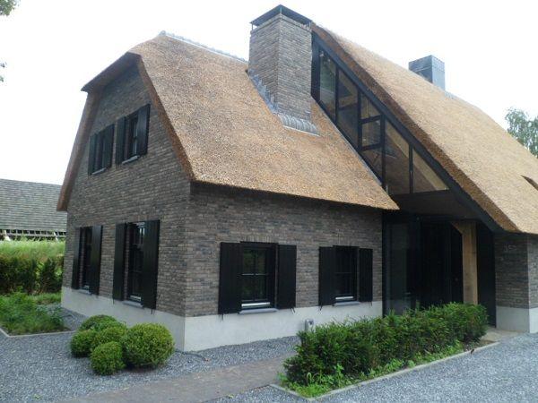 Prachtige moderne woonboerderij, met juist in het achterhuis de raampartij.