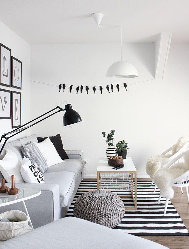 Sala de estar em estilo escandinavo, lindíssima. Atente-se para o uso do preto…