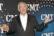 Cigar-smoking, scotch-swilling comedian, Ron White, will share the Captain's Float at Mardi Gras.