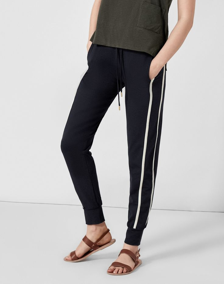 The Fit+ Relaxed jogger fit+ Fits true to size+ Model pictured is a size 8 wearing a size 8 Style NotesOne of our iconi