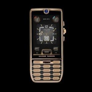Chairman    Ele vale a quantia singela (para esta lista) de US$ 129 mil (cerca de R$ 270 mil). Desenvolvido por uma relojoaria suíça, o aparelho tem tela de 3,2 polegadas, 32 GB de memória e câmera de 8 megapixels - configurações facilmente encontradas em smartphones de R$ 2.000. O preço, obviamente, não está em seus atributos como smartphone, mas nas pedras preciosas e no relógio mecânico acoplados em sua traseira.