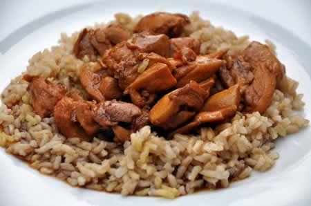 Poulet émincé au riz au cookeo, vous avez un cookeo? voila une délicieuse recette pour préparer votre plat de poulet facilement.