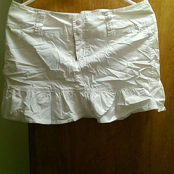 American rag skirt Pre loved great condition. Some dust spots on back refer to pic #2 for accuracy American Rag Skirts Mini