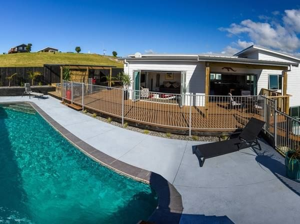 https://www.holidayhouses.co.nz/properties/63584.asp?datein=2017-04-12