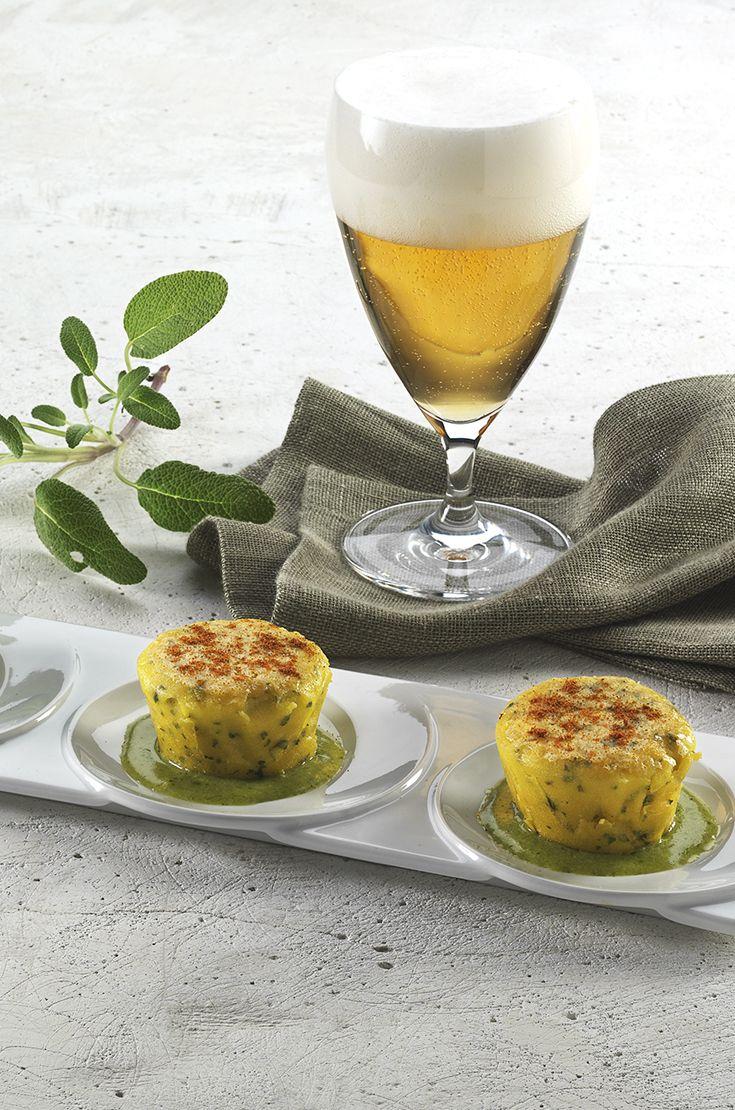 Tartrà piemontese, salsa al prezzemolo e polvere di pomodoro. Piacevolmente luppolata, una Lager di media alcolicità si adatta bene alla rivisitazione contemporanea di questo piatto della tradizione. #birraiotadoro #abbinamenti #veggie