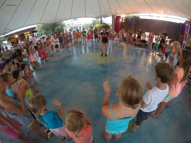 Salti, canti, risate, musiche e balli!! Il momento della baby dance è uno dei momenti più belli e divertenti per i bambini ospiti dell'Holiday Park Spiaggia e Mare!
