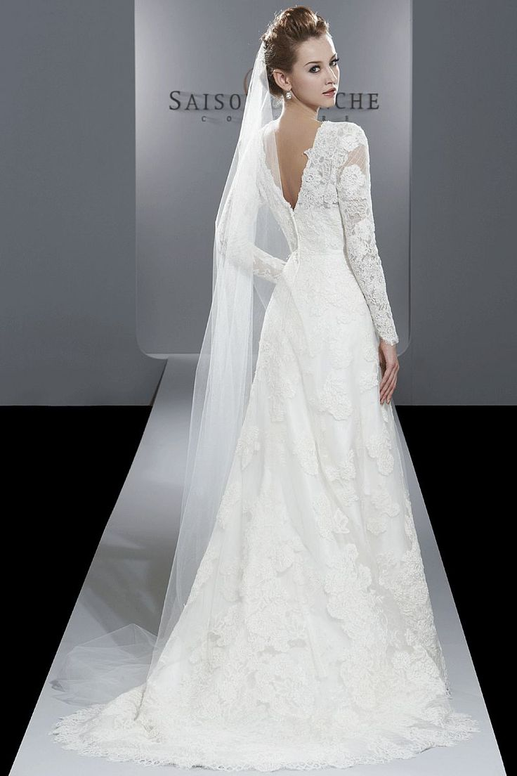 Saison Blanche Couture lace sleeve wedding dress