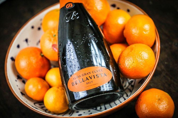 Czym przywitać Nowy Rok? Jak spędzić tą magiczną noc, kiedy punktualnie o godzinie 00:00 będziecie otwierać szampany, składać noworoczne życzenia oraz rozświetlać niebo sztucznymi ogniami? Jakie wina najlepiej sprawdzą się w ten wieczór i jakie potrawy będą dobrym uzupełnieniem? http://exumag.com/wina-musujace-na-sylwestra/