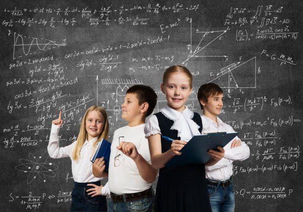 Trzeba iść za dziećmi, za ich ciekawością. To jeden z najważniejszych celów - niezależnie od tego, czy się mieści w planie lekcji. Rozmowa z Marcinem Karpińskim*, dydaktykiem matematyki