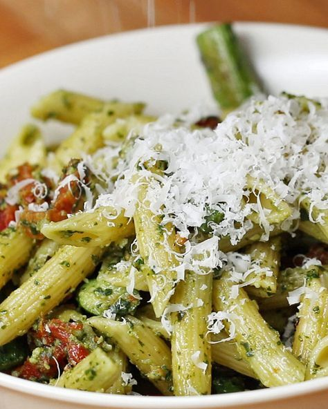 Pesto Asparagus and Sun-Dried Tomato Pasta | This Easy Pesto Pasta Dish Is Perfect For A Weeknight Dinner Sesh