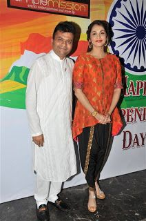 Isha Koppikar and Ravi Kishan along with Aneel Murarka took a step forward on the day of the Independence Day to release the national anthem especially made for Swach Bharat Abhiyaan and they came forward to appreciate the acknowledgment from the prime minister for on the smoke mission initiative.   http://spanishvillaentertainment.blogspot.in/2016/08/isha-koppikar-and-ravi-kishan-along.html