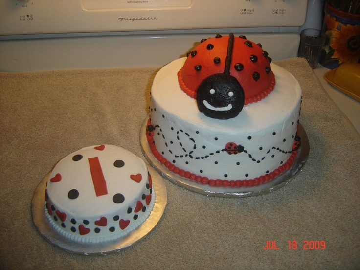 Ladybug 1st Birthday Bottom Of Cake Is A 10 Inch Round With 3