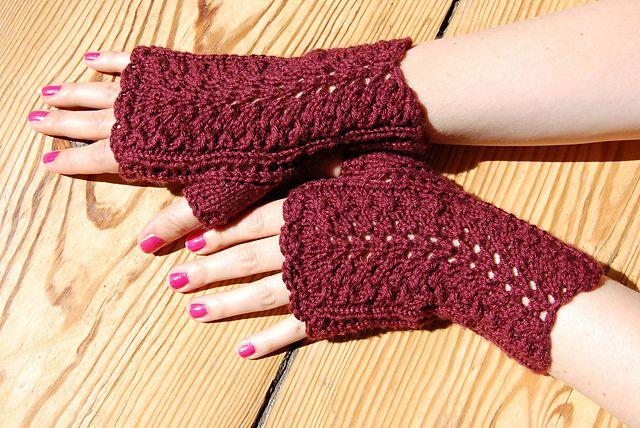 Fingerless Gloves Knitting Pattern Dk : Knitting- Peacock Stulpe (free pattern) DK Knitting ...