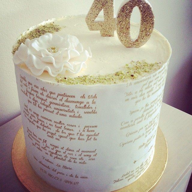 Lo reconozco, no se hacer tartas para hombres 😞 Pero al menos he hecho una tarta llena de amor.. Todas las dedicatorias de la family  plasmadas en esta tarta. Feliç 40 aniversari amor meu! ❤️ Feliz cumple mi amor! #tarta #tartasbarcelona #birthday #sweet #foodblogger #pastissos #tartaspersonalizadas #reposteria #cake #cakestagram #instafood #foodporn #locosporlastartas #papeldeazucar