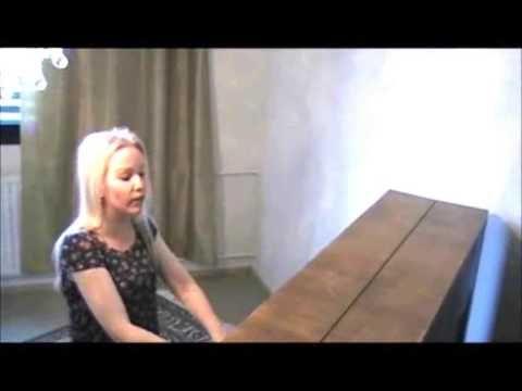Chanson kabyle de Idir chantée par une Finlandaise -Version Piano-