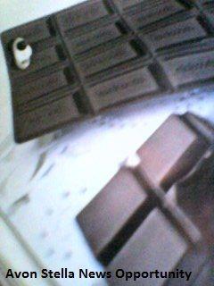 AVON C12 - ALLARME TENDENZA - * Accessori Golosi * - COVER PER CELLULARE CIOCCOLATO - Compatibile solo con IPhone 5, 5S,5C Cover dal design che ricorda la tavoletta di cioccolato .  Pulire solo con un panno  2,95€