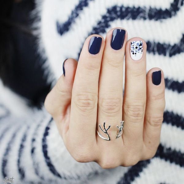 blue-white nails