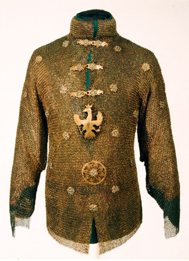 Pancerz o charakterze paradnym, tupu siedmiogrodzkiego, pochodzący jeszcze z I poł. XVII wieku