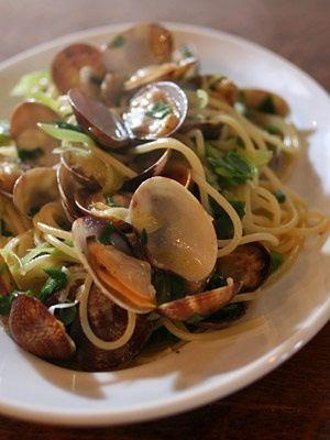 Spaghetto di Gragnano alle Vongole del ristorante Bianca, cucina pesce,  Consegna a domicilio http://www.bacchetteforchette.it/milano/proposta/21