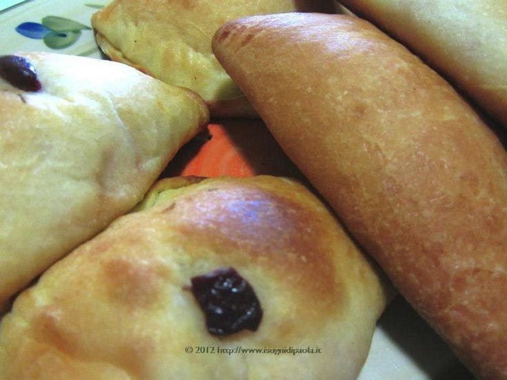 Impossibile non proporre le buone proposte della tavola calda siciliana. Dalle comuni arancine o arancini delle 9 provincie si spazia tra le specialit