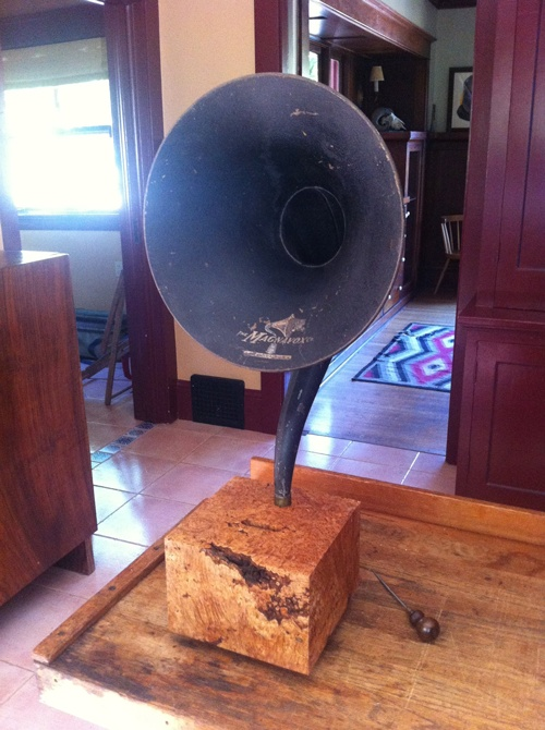 Maple Gramophone iPhone Player Uncovet
