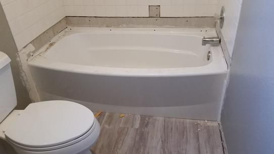 Classic 400 curve 5 ft left drain soaking tub in white soaking tubs