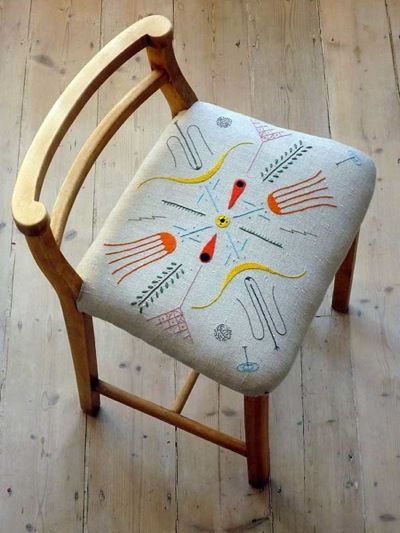 Embroidered chair.: Diy Ideas, Dining Rooms Chairs, Chairs Cushions, Patio Furniture, Outdoor Patio, Wicker Furniture, Seats Cushions, Old Chairs, Chairs Covers
