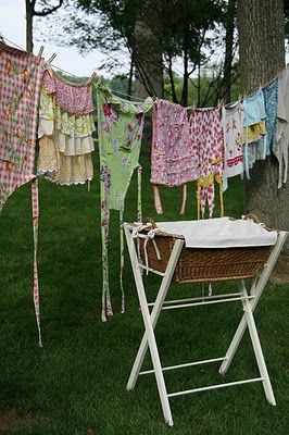 aprons want my man to make me this basket standClotheslines, Clothing Line, Farms, Country Girls, Vintage Laundry, Aprons, Homesteads, Laundry Baskets, Laundry Room