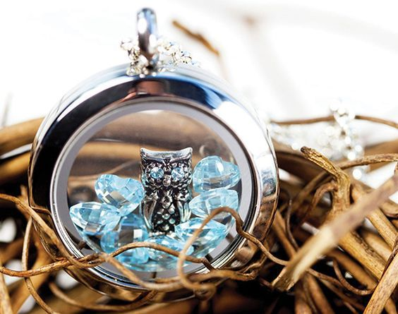 Love how the blue stands out so brilliantly in this Living Locket®                                                                                                                                                                                 More