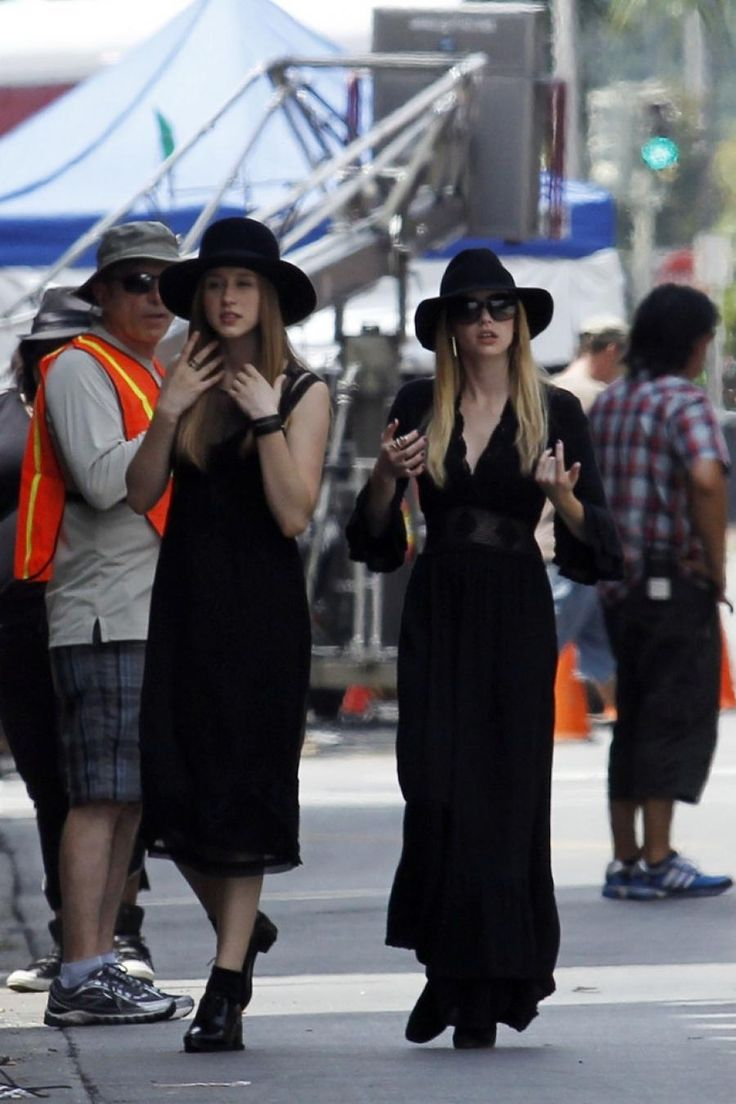 Taissa Farmiga and Emma Roberts on the set of American Horror Story : Coven