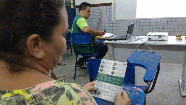 A Prefeitura de Manaus realizou, neste final de semana, mais uma formação de brigada de combate ao caramujo africano. Desta vez, o treinamento foi dado aos moradores da Vila da Prata, na zona Oeste, a partir de demanda feita à Secretaria Municipal de Meio Ambiente e Sustentabilidade (Semmas) pelo Conselho Comunitário do bairro. Com essa, sobe para seis o número de brigadas formadas este ano, com mais de 100 pessoas capacitadas. As formações são divididas em duas etapas. Na Vila da Prata, a…