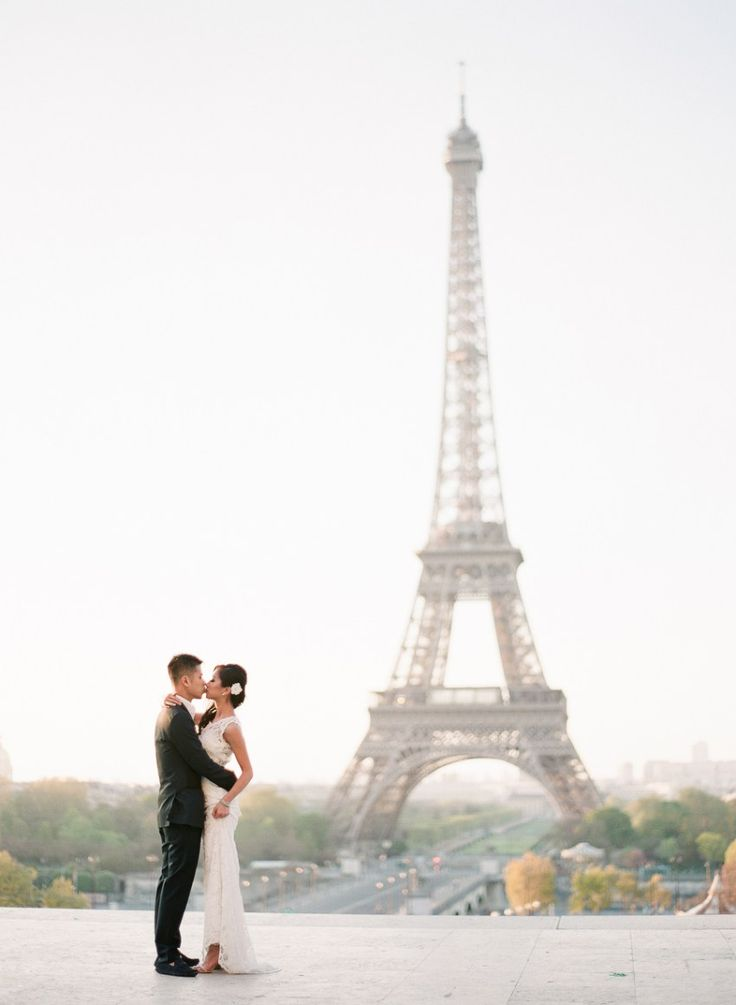 Paris Pre-Wedding Portraits | Destination | photo: ARTIESE (www.artiesestudios.com)