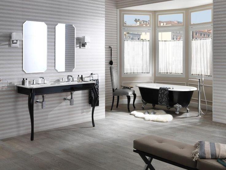 Ванная в  цветах:   Белый, Светло-серый, Серый.  Ванная в  стиле:   Классика.