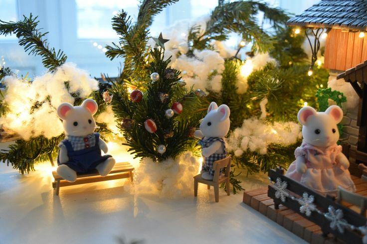Sylvanian family and real Xmas tree Happy New Year